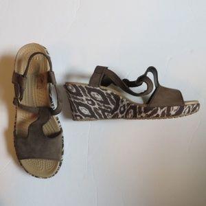 Crocs 7W brown and beige suede wedge sandals NWOB